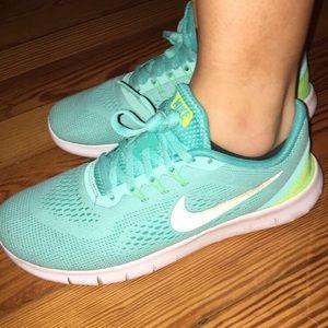Nike free run gym shoes